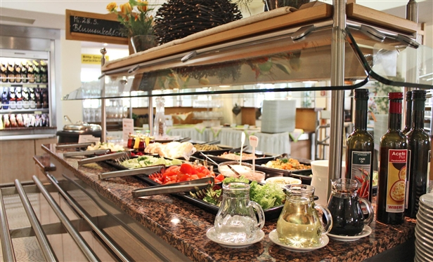 Enjoy fresh and tasty dishes in the spa restaurant on the ground floor